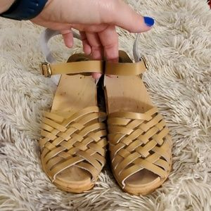 "Beautiful tan ""anna"" Troentorp clogs size 10."
